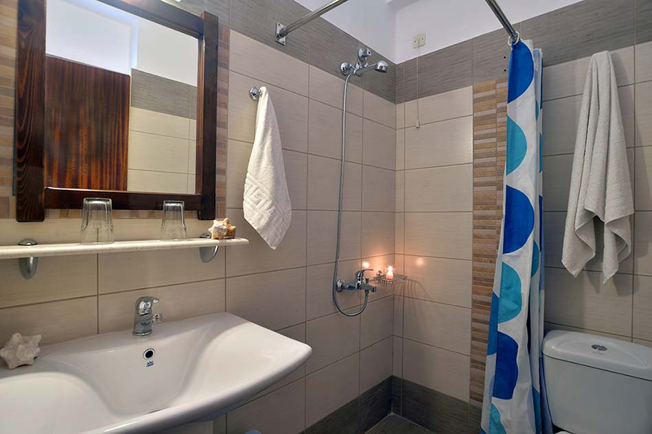 hotel-maltezos-gouvia-corfu-family-holidays-accommodation-bathroom