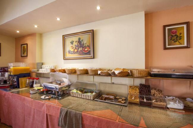hotel-maltezos-gouvia-corfu-breakfast-board
